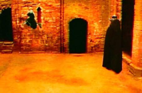 Knightmare Series 6 Team 7. Chris takes a flight on the broomstick to evade Peggatty.