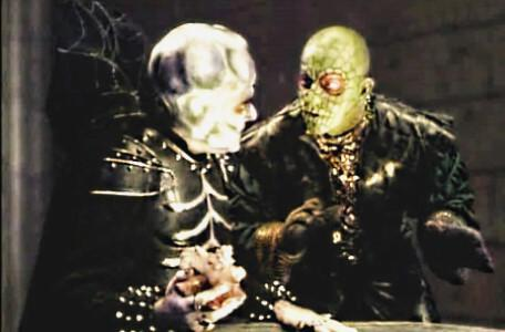 Knightmare Series 7 Team 7. Lord Fear shows Lissard his 'shellphone'.